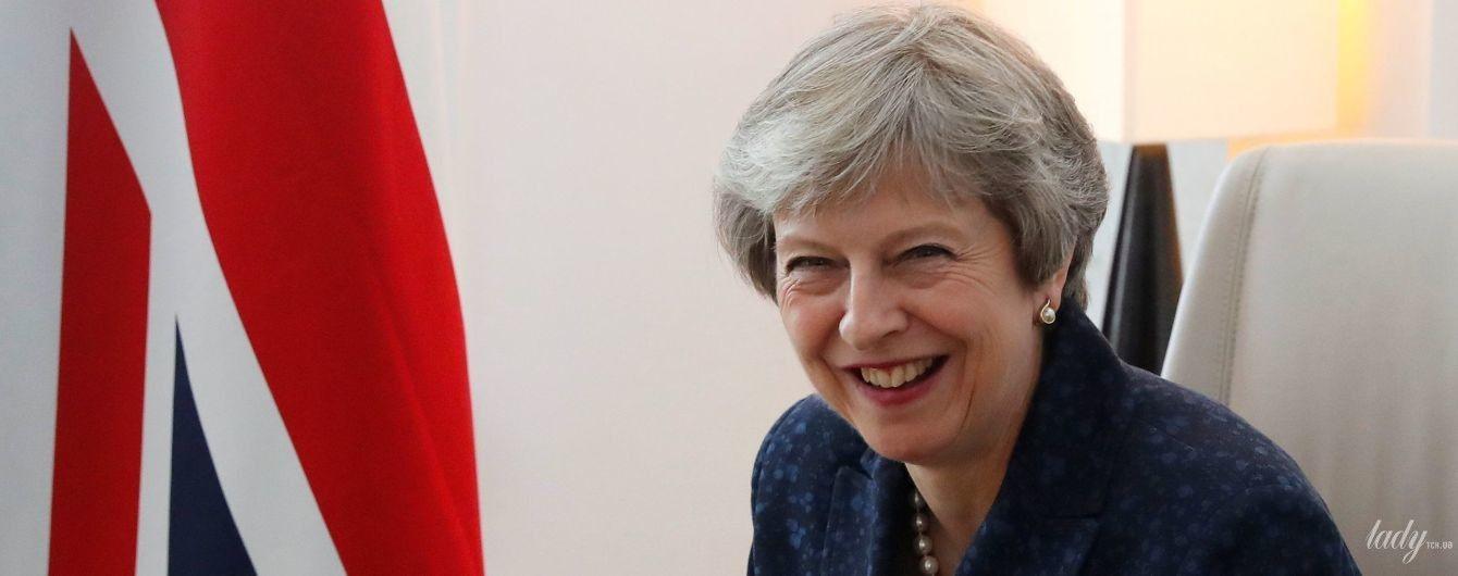 На шпильках и с арт-браслетом: Тереза Мэй в стильном образе приняла участие в саммите ЕС