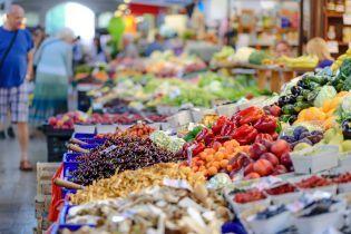 В Україні вперше за рік знизилися споживчі ціни: найбільше подешевшали фрукти, овочі і яйця