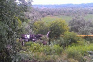 В Черновцах бетоновоз вылетел с дороги и перевернулся, задавив водителя кабиной