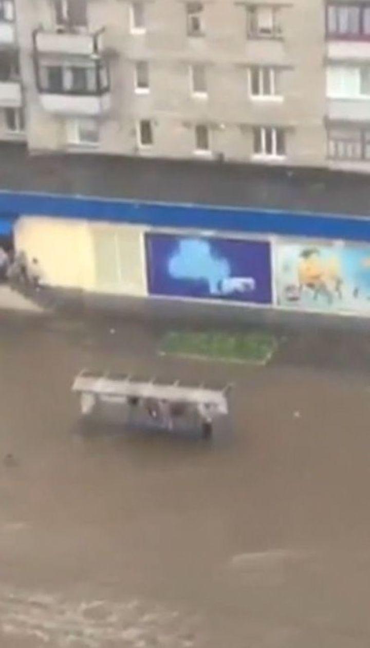 Негода розгулялась Україною. Понад дві сотні населених пунктів залишися без світла