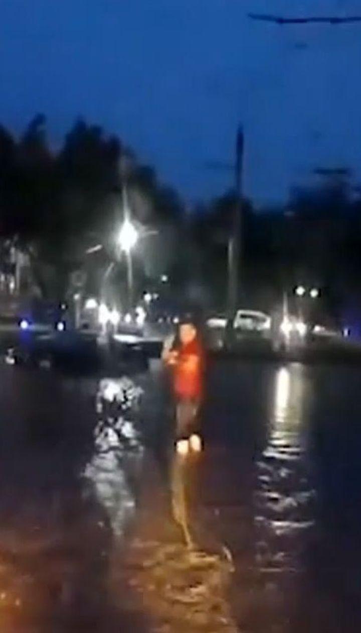 Черновцы из-за непогоды превратились в Венецию