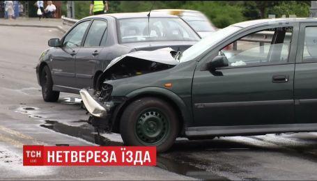 На проспекте Соборности на левом берегу Киева столкнулись две легковушки