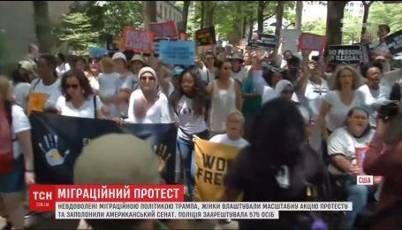 В Вашингтоне полиция задержала полутысячи женщин, которые протестовали против миграционной политики Трампа