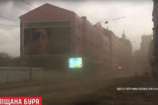 "Центр Харькова пережил ""песчаную бурю"""