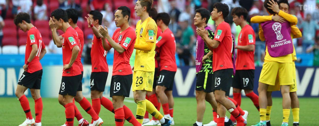 ЧМ-2018:футболистов Южной Кореи забросали яйцами после возвращения домой