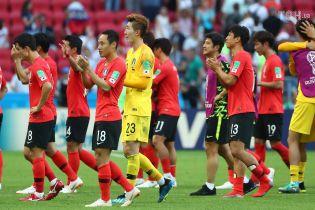 ЧС-2018: футболістів Південної Кореї закидали яйцями після повернення додому