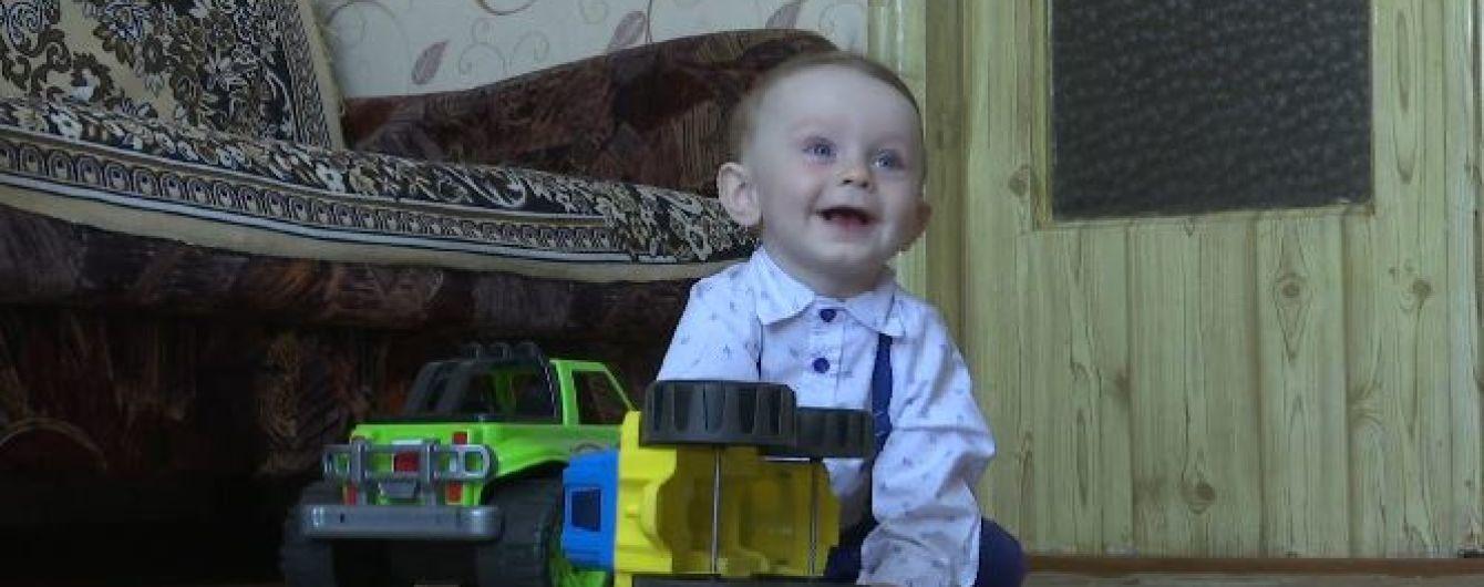 Батьки 11-місячного Даніїла просять небайдужих допомогти хлопчику чути