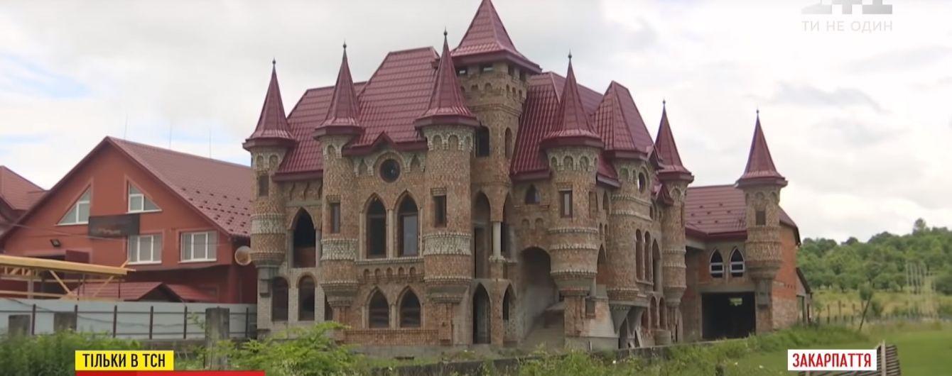 """""""Не національність, а спеціальність"""": ТСН розкрила таємницю розкішних палаців закарпатських румунів"""