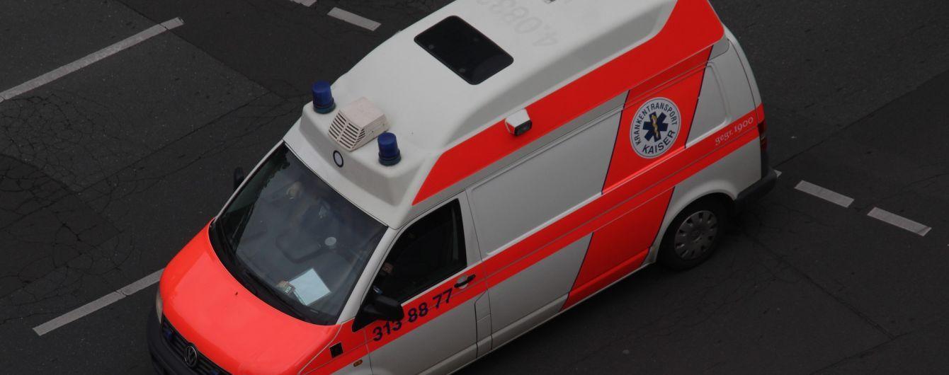В Германии автобус с почти полусотней детей выехал на встречную полосу и врезался в скорую