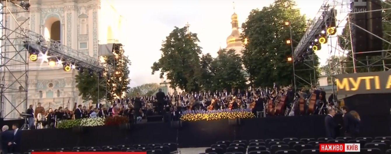 """Вечір грандіозної музики в Києві: на Софійській площі грають і співають майстри """"Ла Скала"""""""