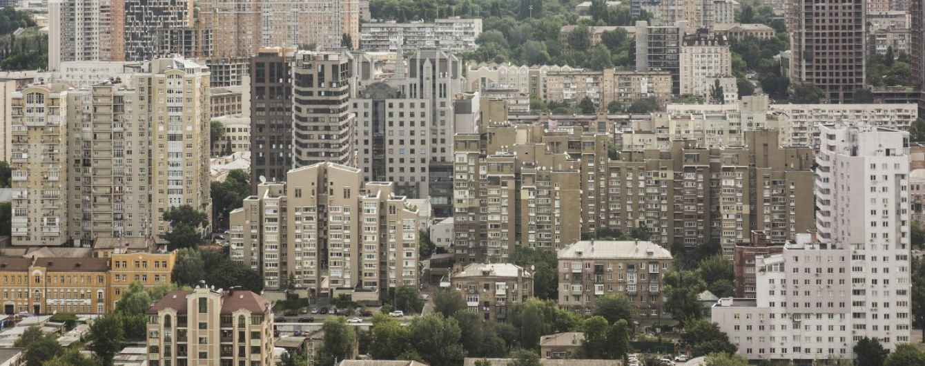 В Киеве женщина выпала с 14-го этажа после своего дня рождения
