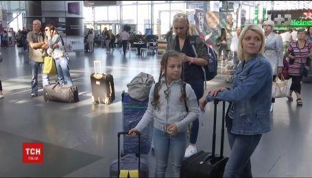 Более тысячи украинских клиентов авиакомпании застряли в аэропортах разных стран