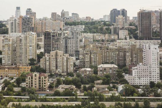 Самогубство в Києві. Чоловік вистрибнув з 24-го поверху через сварку з коханою
