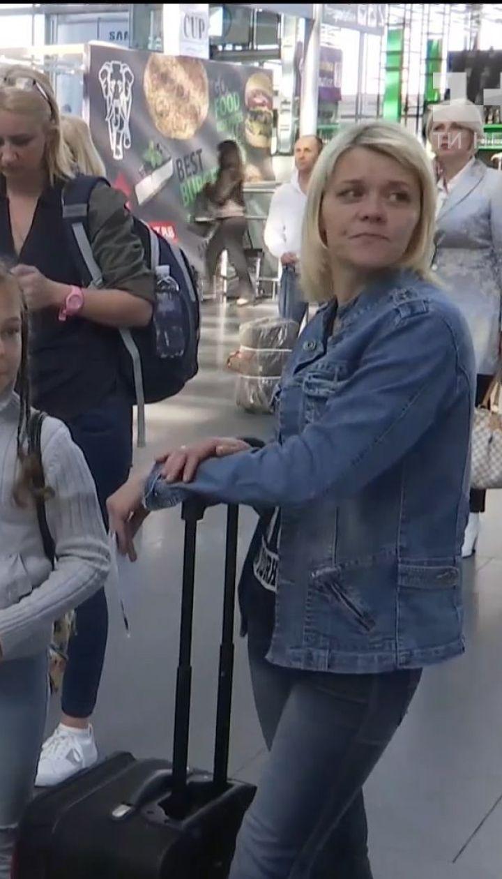 Більше тисячі українських клієнтів авіакомпанії застрягли в аеропортах різних країн