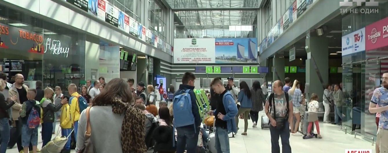 Сотни украинских туристов остаются заблокированными в аэропортах нескольких стран