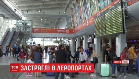 Близько сотні людей уже понад півтори доби не можуть вилетіти зі Львова в Неаполь