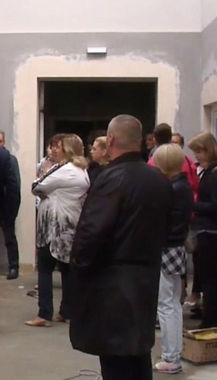 У Києві через зливу затопило школу