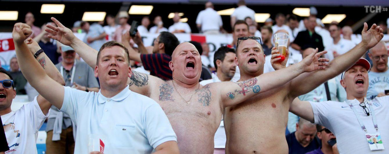 Mr Lenin, it's England: фанати збірної Англії викинули у смітник чоловіка, схожого на Леніна