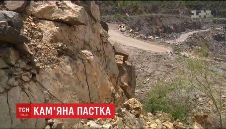 Двох дівчат, які впали у кар'єр, врятували на Дніпропетровщині