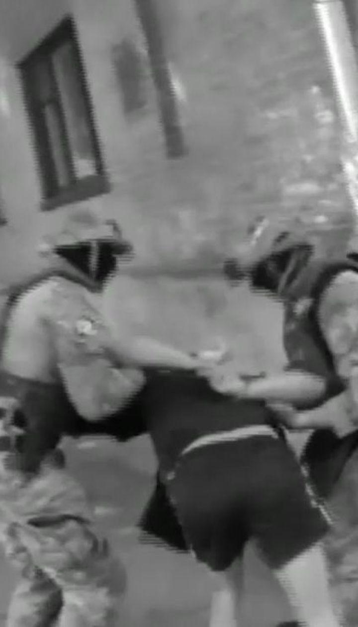 Полиция задержала четырех жителей столицы, которые жестоко пытали селянина