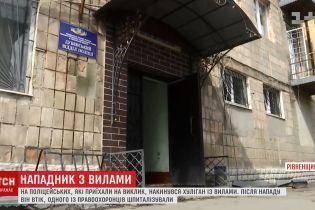 П'яний селянин проштрикнув вилами копа і побив поліцейську машину на Рівненщині
