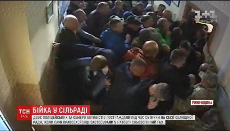 Під час сесії селищної ради на Рівненщині сталась бійка, є постраждалі