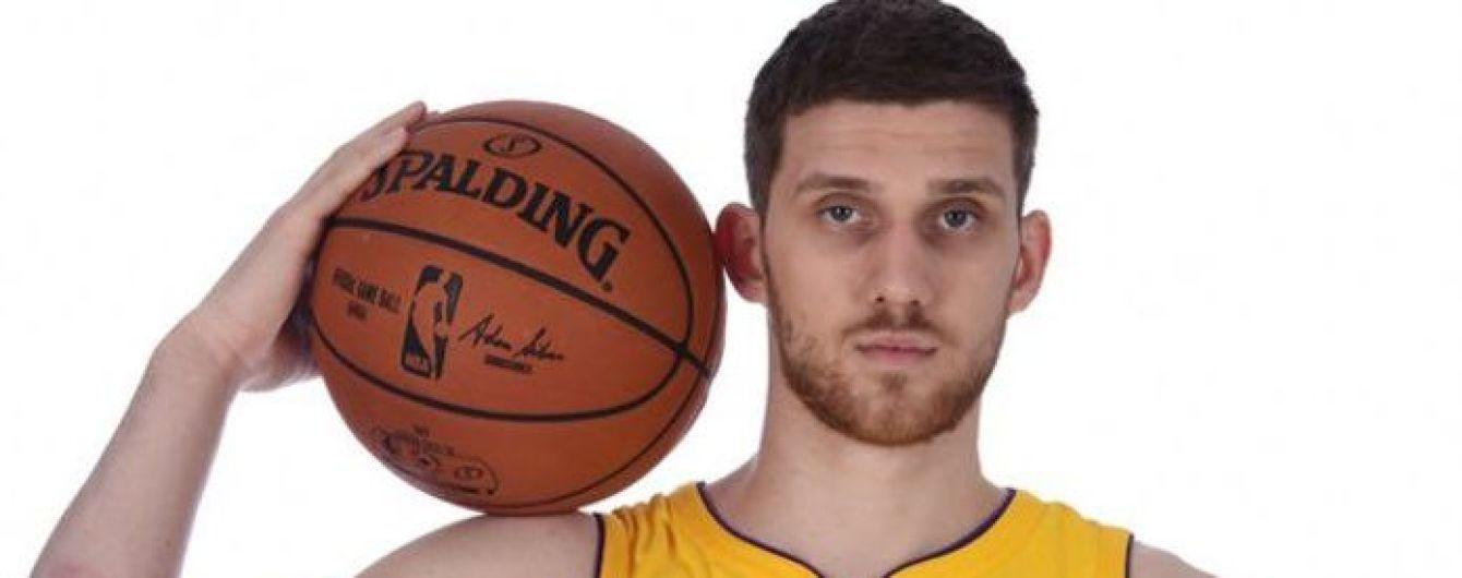Украинский баскетболист дебютировал в составе одной из самых титулованных команд НБА
