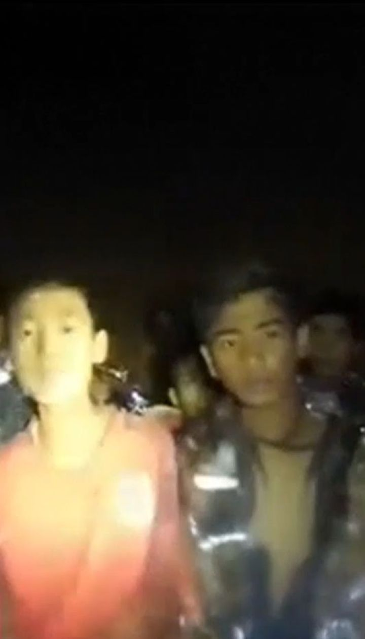 В Таиланде продолжают искать способы спасения детей из пещеры на отрезанном острове