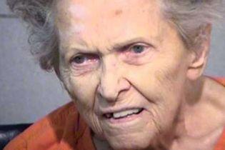 У США 92-річна пенсіонерка застрелила сина, який хотів здати її в будинок для літніх людей