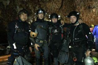 У суцільній темряві найвіддаленіших печер: як волонтери з України рятували дітей з пастки у Таїланді