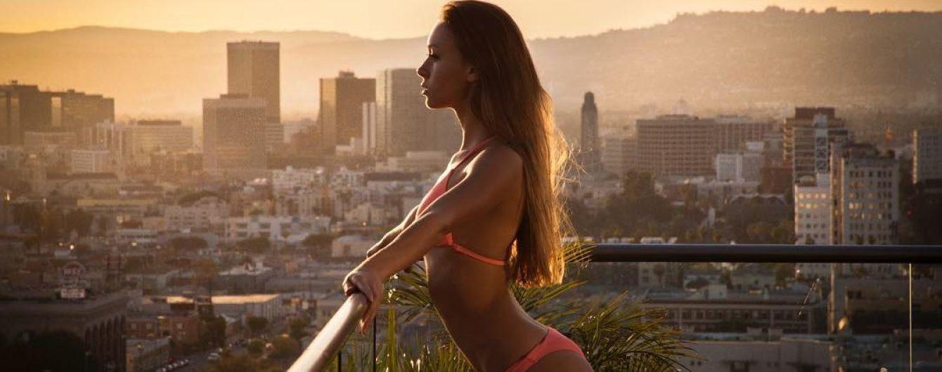 Сексапільна дружина українського боксера провела еротичну зарядку перед басейном