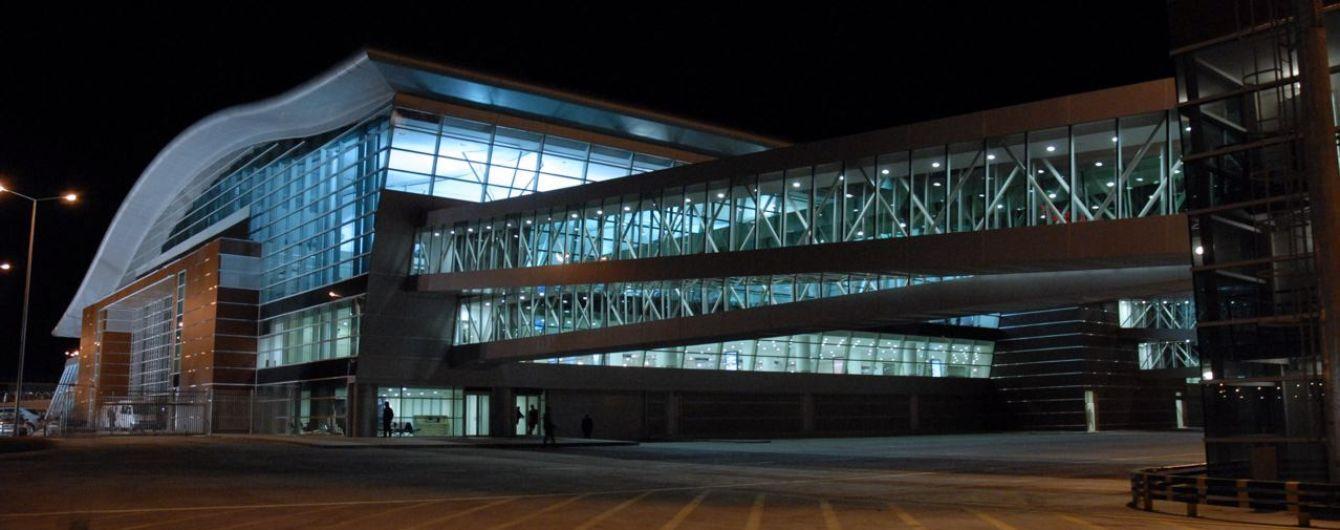 В аеропорті Тбілісі росіянин розлив отруйну речовину: семеро осіб госпіталізували