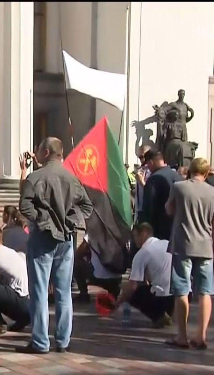 На акцию протеста под ВР собрались сотни горняков
