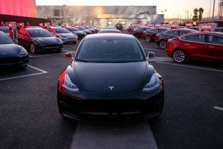 Українцям дозволили офіційно купувати Tesla Model 3