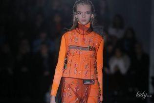 Гумові чоботи і сукні з фатину в колекція Prada сезону осінь-зима 2018-2019