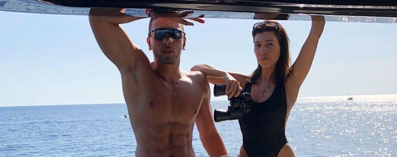 В новом купальнике и рядом с бойфрендом: Кортни Кардашьян поделилась снимком с отдыха