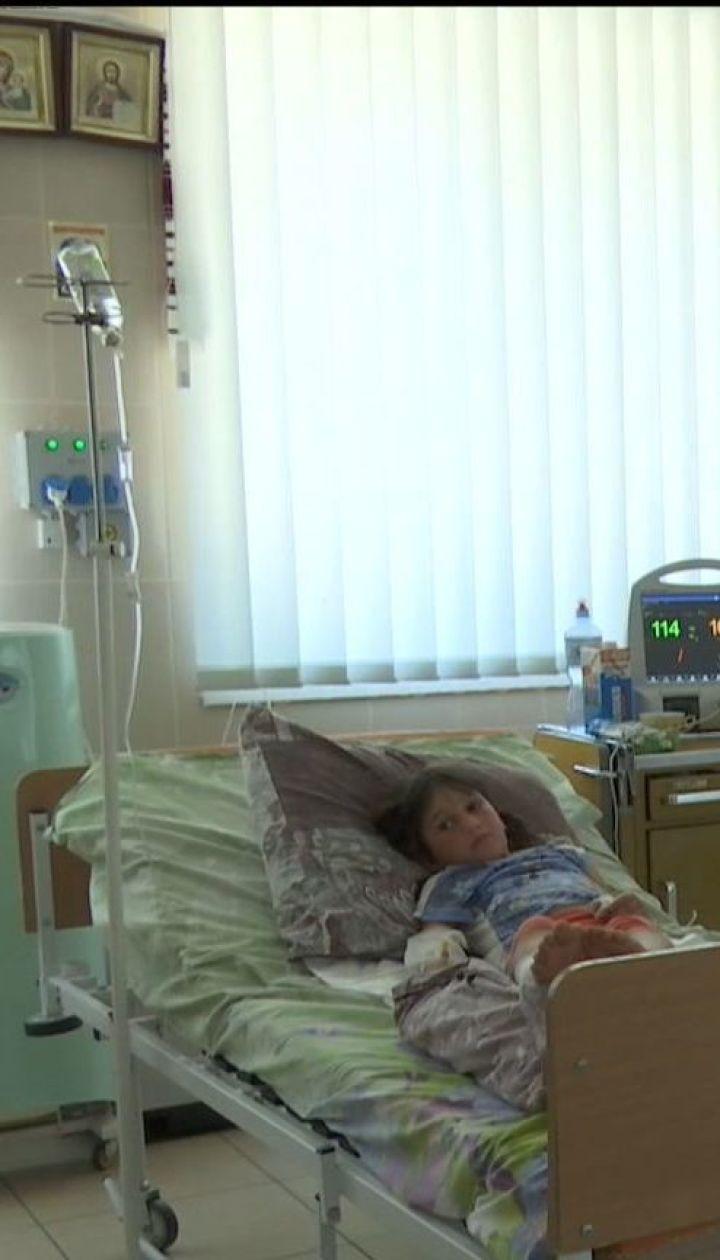 До реанімації терміново доправили 7-річну дівчинку, яку вкусила гадюка