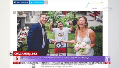 Адам Сендлер вліз у весільну фотосесію незнайомих йому наречених