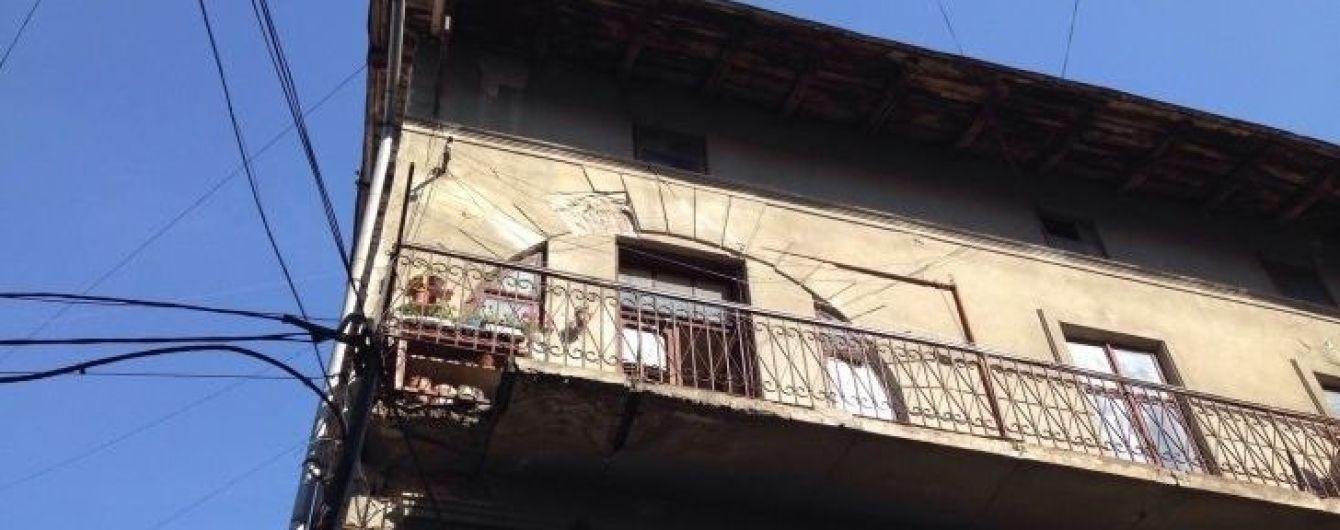 В Івано-Франківську померла бабуся, яка впала разом із балконом