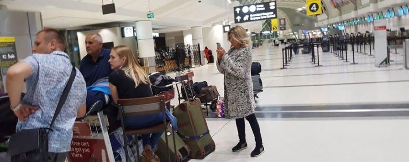 Десятки украинцев вторые сутки не могут вылететь из Торонто в Киев