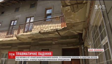 В Івано-Франківську під ногами 87-річної жінки обвалився балкон, постраждала у лікарні