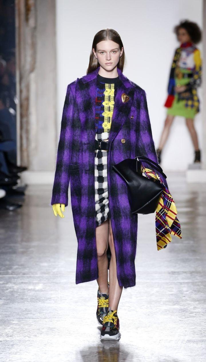 Коллекция Versace прет-а-порте сезона осень-зима 2018-2019 @ East News