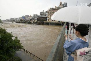 В Японии масштабная эвакуация из-за сильных дождей: один человек уже погиб