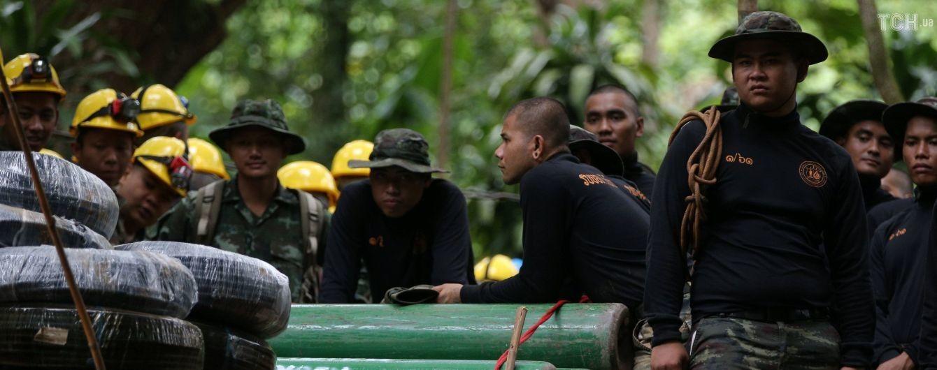 У Таїланді загинув один із рятувальників, які намагаються визволити із печери дітей