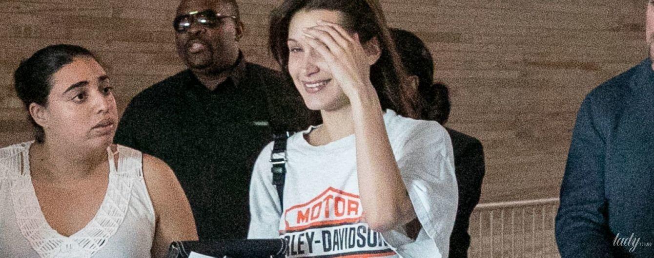 Не готувалася до зустрічі з папарацці: Белла Хадід в незвичному образі в аеропорту