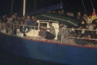 Украинские пограничники помогли итальянским правоохранителям задержать яхту с 71 незаконным мигрантом