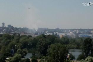 Жители столичной Оболони сообщили о задымлении и химическом запахе возле завода