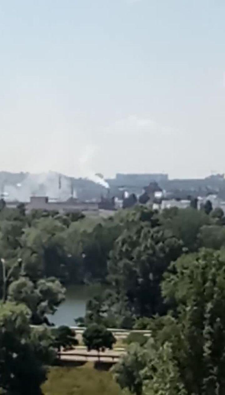 Жители столичной Оболони сообщили о задымлении и химическом запахе у завода
