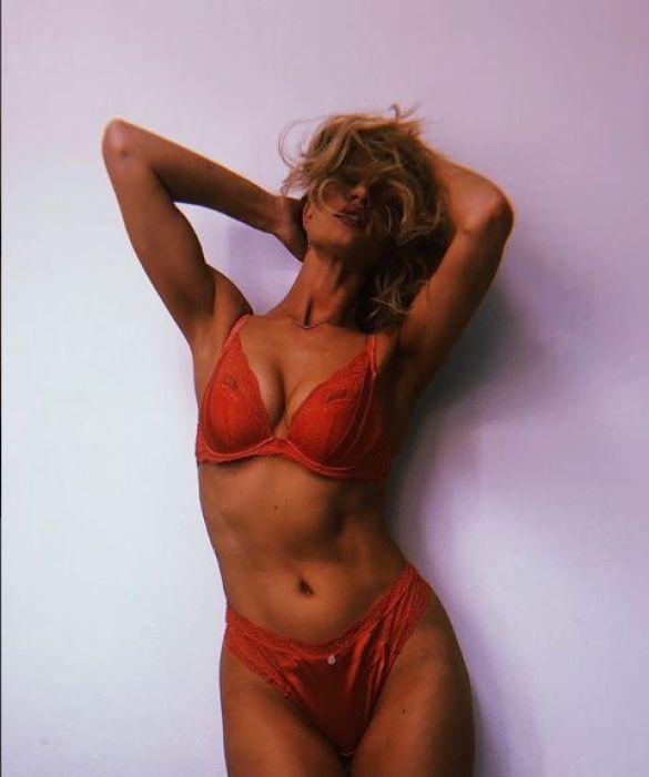 Розі Хантінгтон-Вайтлі_5
