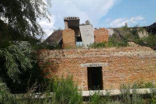 На Черниговщине трое детей погибли под обвалом плиты